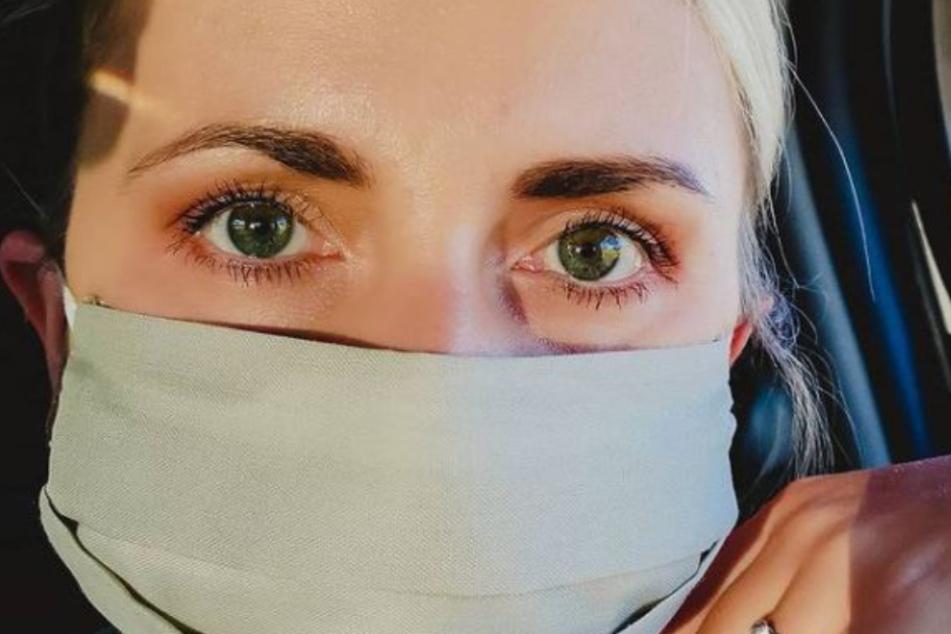 Anna Heiser mit Maske auf einem Instagram-Selfie.