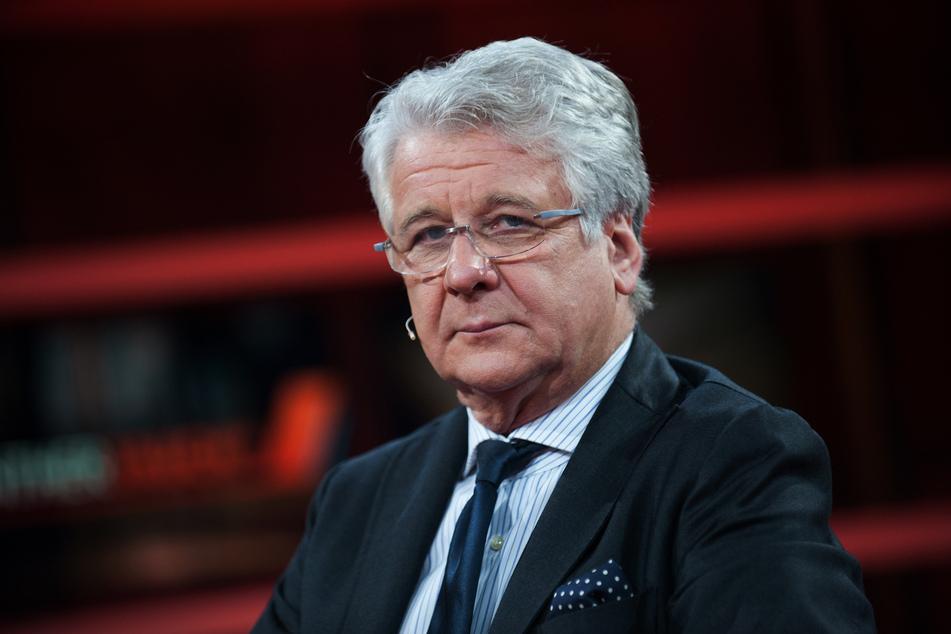 Sport1 hat den langjährigen Bundesliga-Experten und Sportkommentator Marcel Reif (71) gegen Kritik an dessen Äußerungen verteidigt.