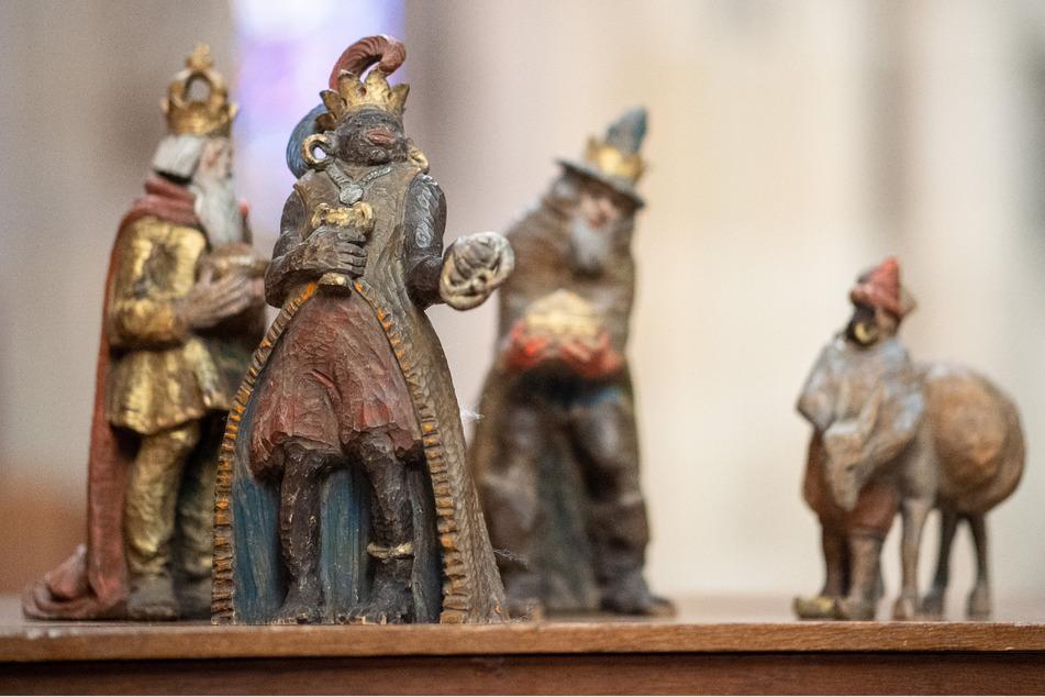 Ulm: Die Figur des Melchior (vorne) steht mit den anderen Figuren der Heiligen Drei Könige im Ulmer Münster.