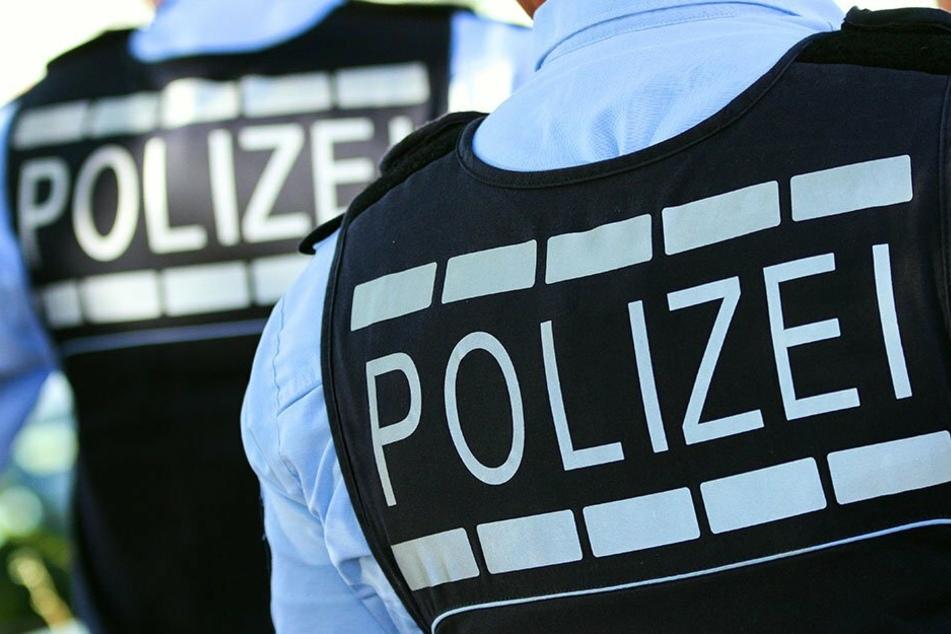 Polizei prüft mutmaßliches Foto von Polizisten ohne Abstand und Maske