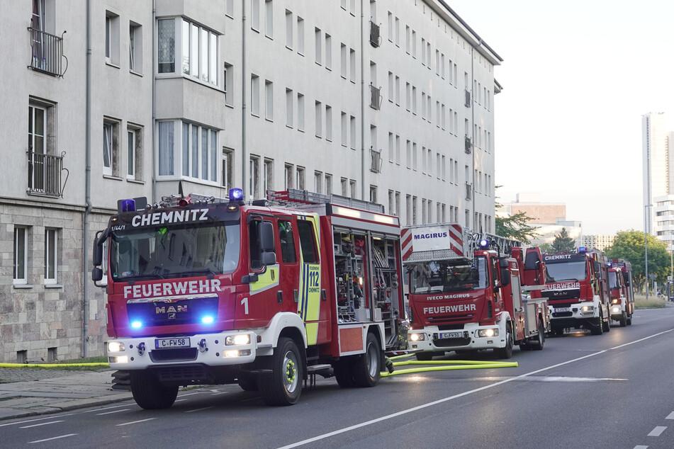Feuerwehreinsatz auf der Zschopauer Straße in Chemnitz: Eine Küche stand am Sonntagmorgen in Vollbrand.
