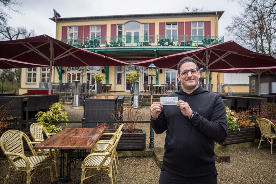 Geschäftsführer Moyd Karrum (41) vorm Testzentrum Carolaschlösschen.