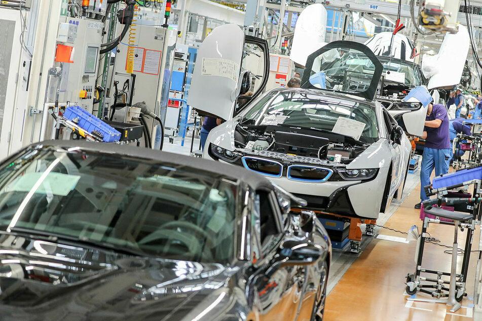 Wegen der Halbleiterknappheit wurde die Produktion bei BMW in Leipzig an vier von fünf Tagen zwangsweise gestoppt.