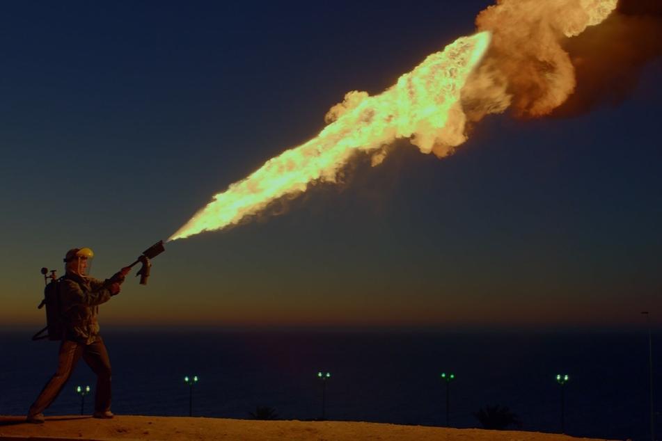 Hauptfigur Ema (Mariana Di Girolamo) lässt ihrer Wut gern mittels Feuerwerfer freien Lauf.