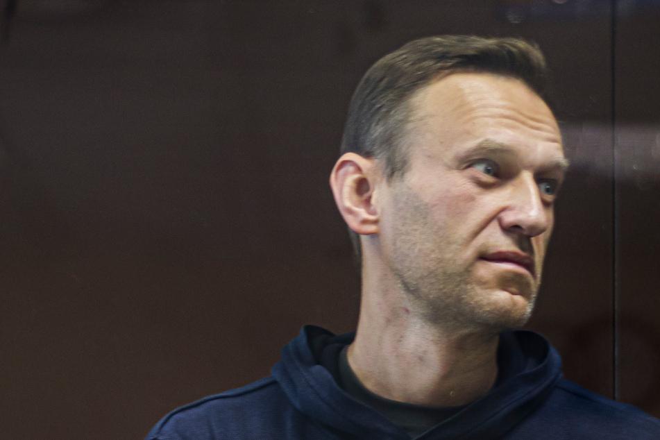Nawalny in Lebensgefahr: Ärzte warnen vor Herzstillstand