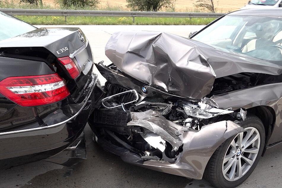 Heftiger Crash auf der A2: Verkehr staut sich kilometerlang