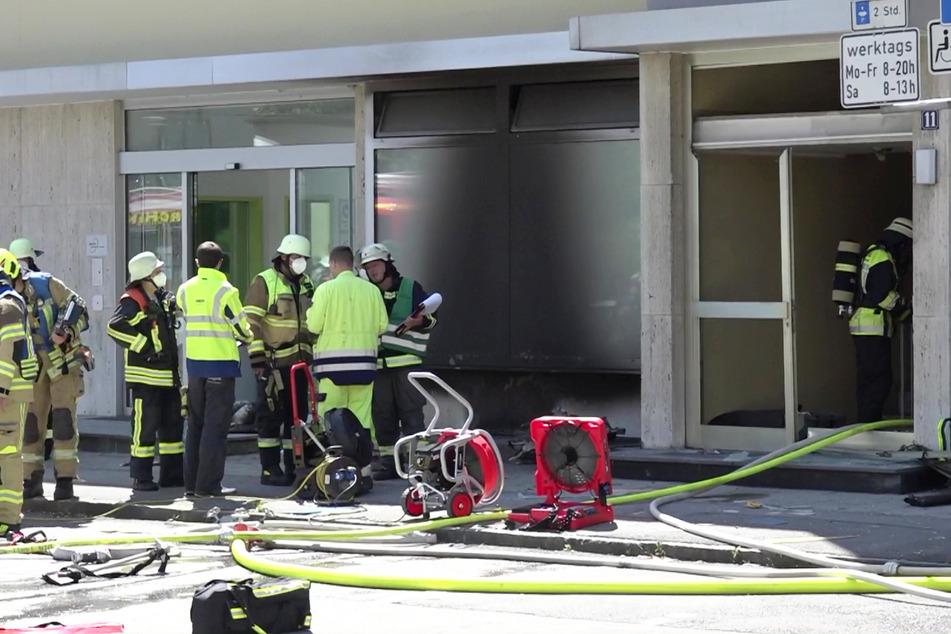 Bei einer folgenschweren Explosion in Garching bei München sind am Montagvormittag vier Menschen verletzt worden.