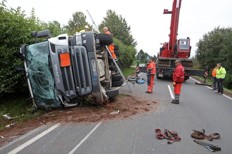 4,6 Tonnen Sprengstoff und Zünder hatte der bei Gersdorf verunglückte Laster geladen. Explosionsgefahr habe nicht bestanden, sagt die betroffene Firma.
