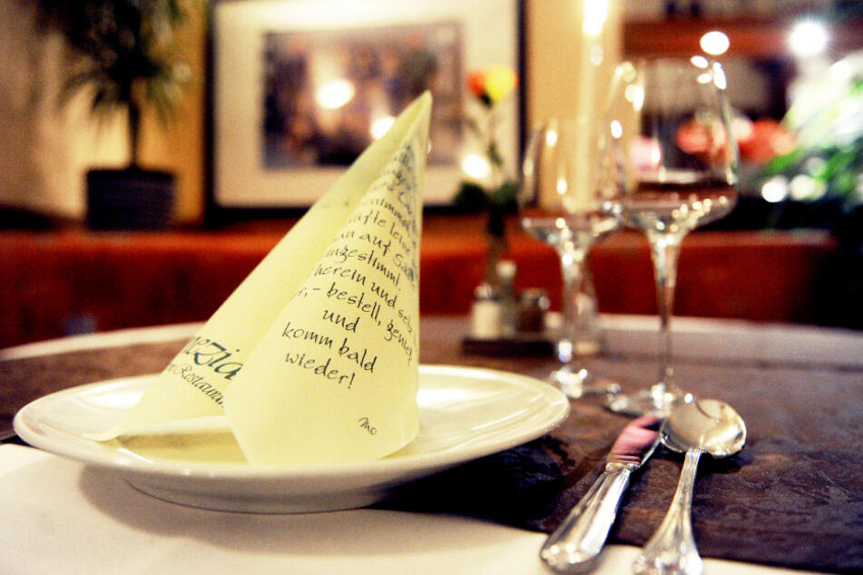 Der Gastwirt änderte in den Anträgen unter anderem seinen Namen und den seiner Gaststätte. (Symbolbild)