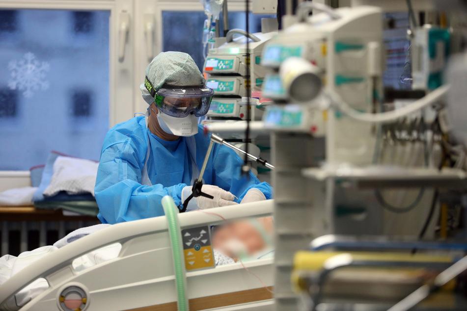 In Deutschland sind schon fast 70.000 Menschen durch das Coronavirus ums Leben gekommen.