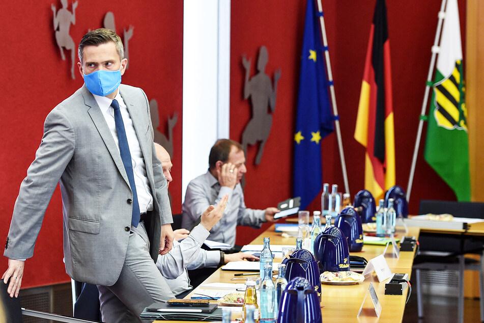 Martin Duligs (46, SPD) Maske deutet es an: Die Verhandlungen standen ganz im Zeichen von Corona.