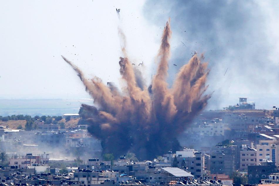 Rauch steigt auf nach einem israelischen Luftangriff. Seit dem 10. Mai beschießen militante Palästinenser Israel mit Raketen.