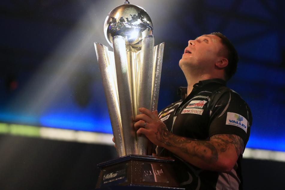 Darts-WM: Muskelprotz und Ex-Rugby-Profi krönt sich zum Champion