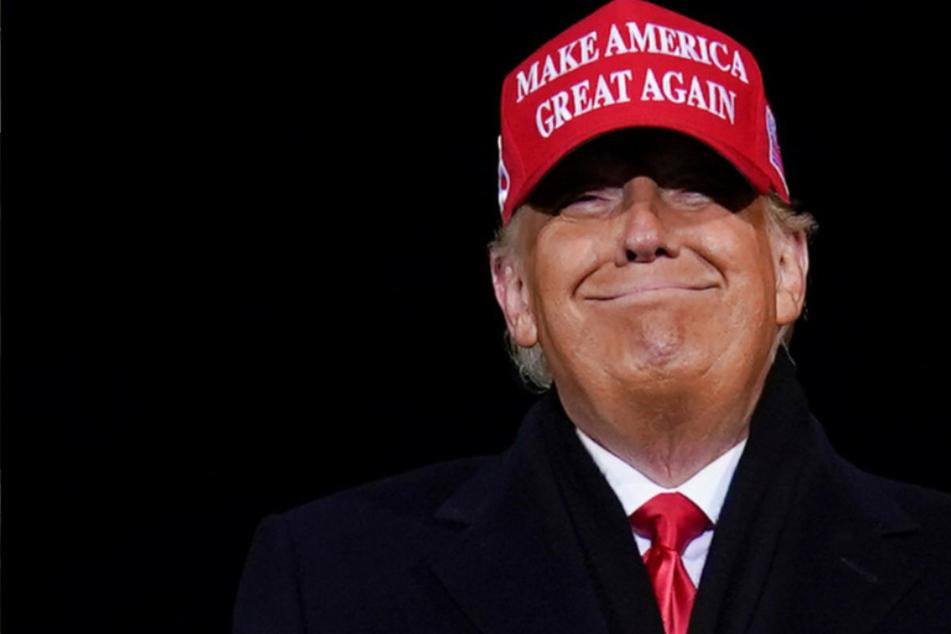 """Weil er Corona als """"China-Virus"""" bezeichnete: Millionen-Klage für Donald Trump!"""