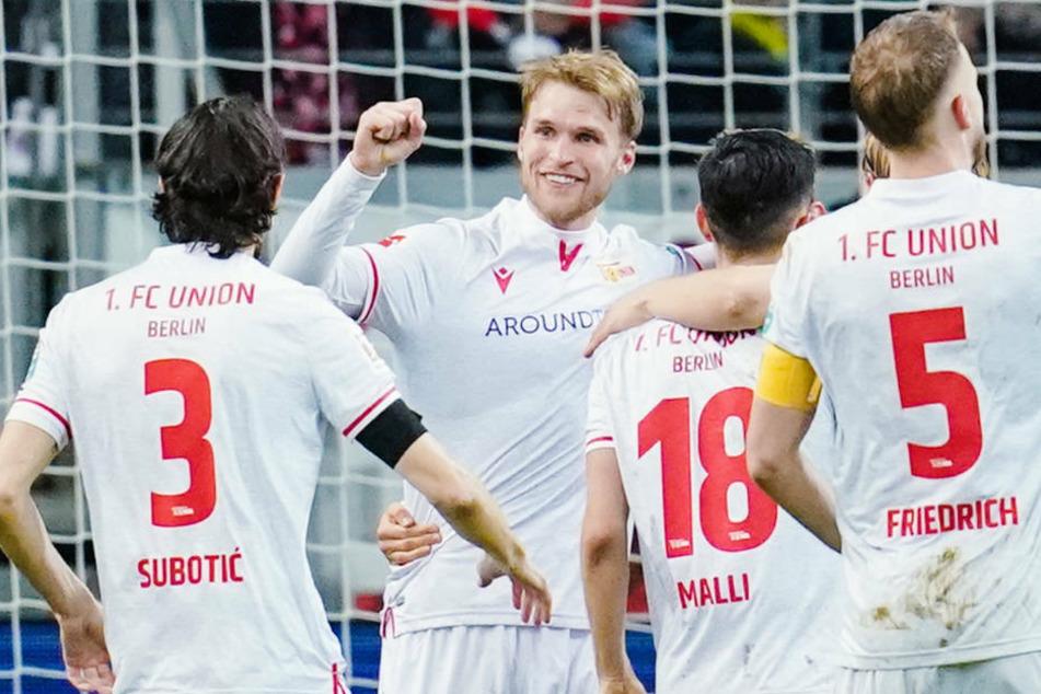 In der vergangenen Saison jubelte der schwedische Sturmtank Sebastian Andersson (2.v.l.) noch im Trikot des 1. FC Union Berlin. Am Sonntag trifft er mit seinem neuen Klub 1. FC Köln erstmals auf seine ehemaligen Teamkameraden.