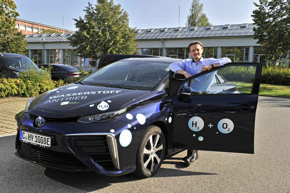 Professor Thomas von Unwerth (52) nutzt den Toyota Mirai seit Dezember 2019 als Dienstfahrzeug.