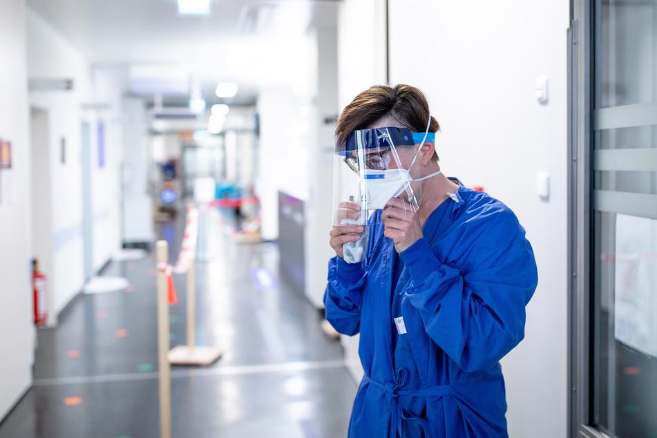 Die leitende Oberärztin der zentralen Notaufnahme des Uniklinikums, Carola Holzner, ärgert sich über die Verteilung der Corona-Impfdosen.