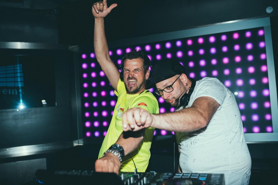 """Ric Einenkel (42) und Sebastian Seidel (39) haben als """"Stereoact"""" Millionen Hörer - das wollen sie jetzt mit anderen Musikern teilen."""