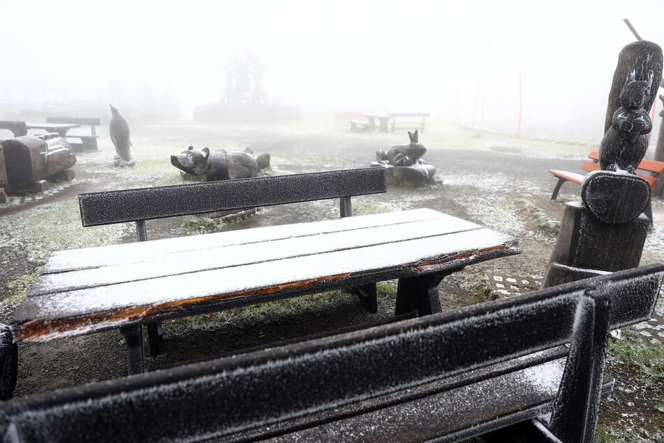 Bei knapp unter null Grad fielen die ersten Schneeflocken im Erzgebirge.