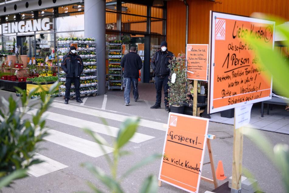 Sind Baumärkte für Corona gewappnet? Polizei kontrolliert
