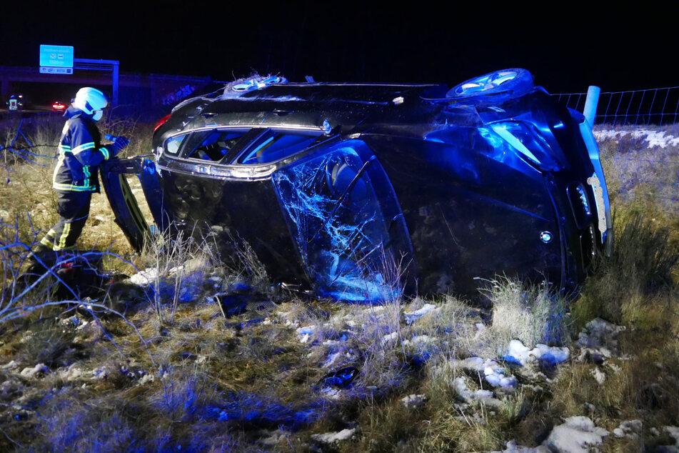 Überholvorgang auf A1 geht schief: BMW überschlägt sich, zwei Verletzte