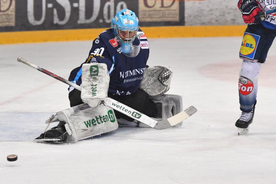 Goalie Riku Helenius bleibt die Nummer 1 bei den Eislöwen. Der Finne weiß aber auch, dass er noch zulegen muss.