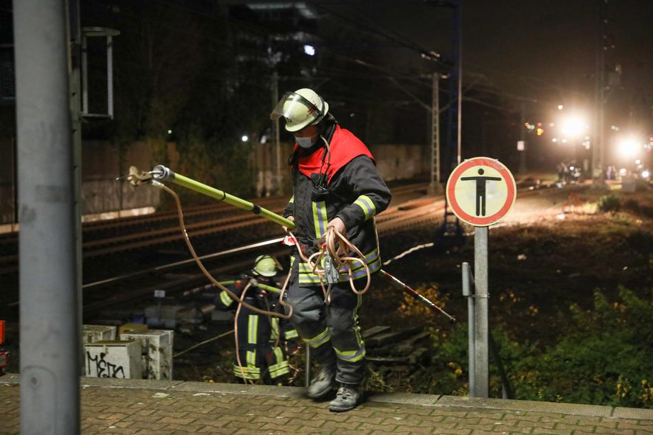In Düsseldorf-Unterrath ist am Samstagabend eine S-Bahn in einer Unterführung steckengeblieben.