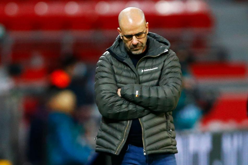 Bayer-Coach Peter Bosz (57) steht nach der Leverkusener Negativserie verstärkt in der Kritik.