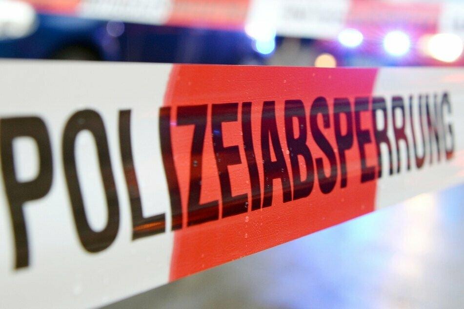 Die Polizei konnte den Verdächtigen nach dem Fund der Leiche in Regen festnehmen. (Symbolbild)