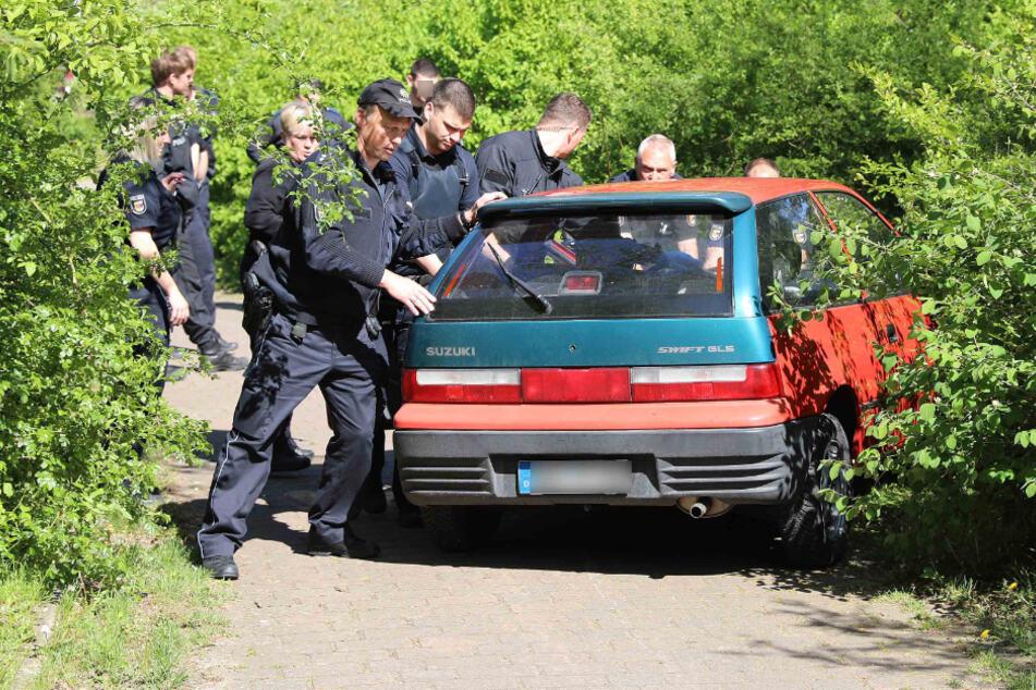 Filmreife Verfolgungsfahrt mit der Polizei endet im Gebüsch