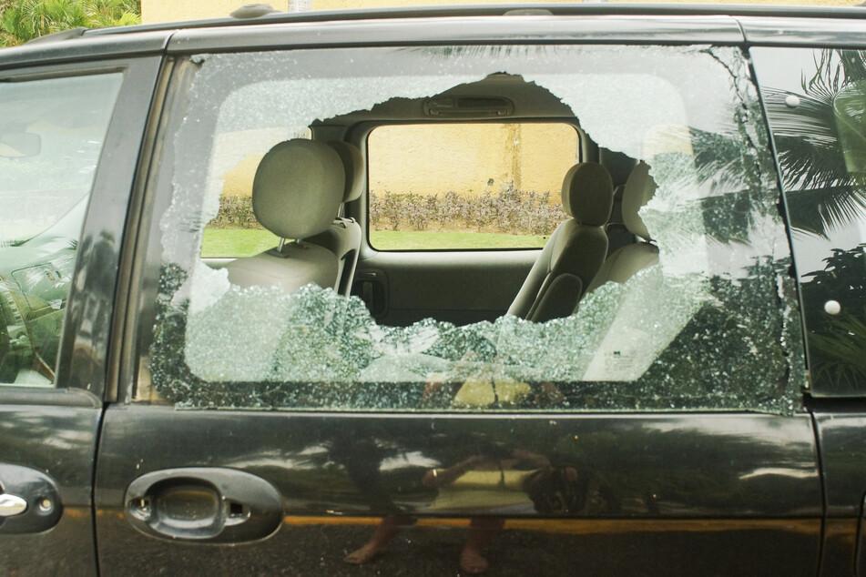 In Chemnitz wurden die Scheiben von acht Autos eingeschlagen. (Symbolbild)