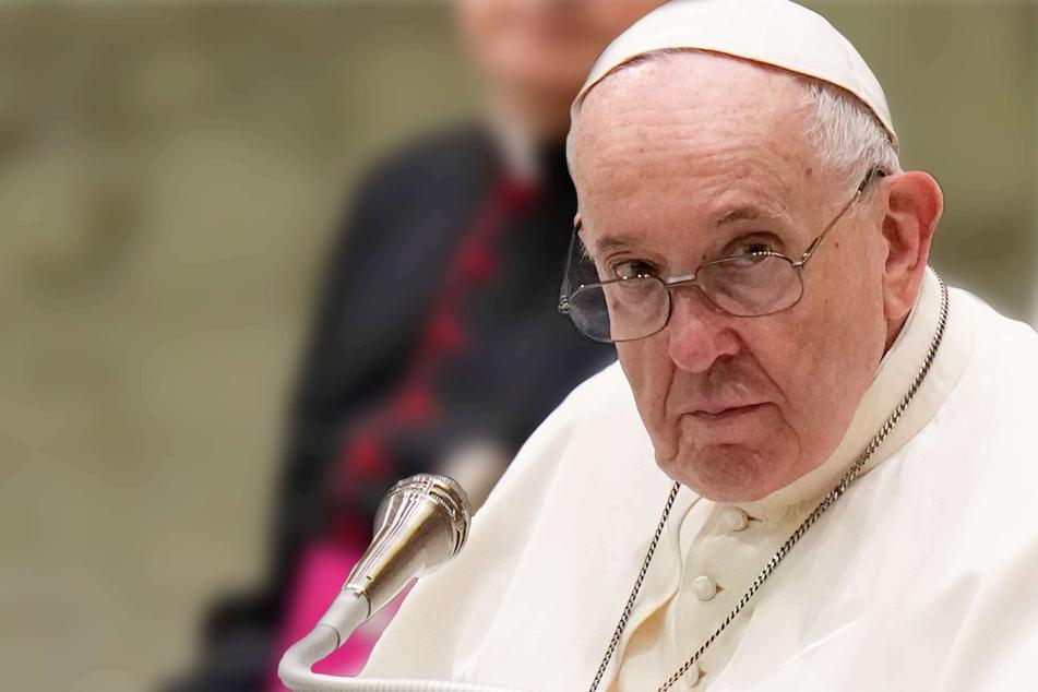 """Feministinnen rufen Papst Franziskus zum """"frauenfeindlichsten Mann des Jahres"""" aus"""