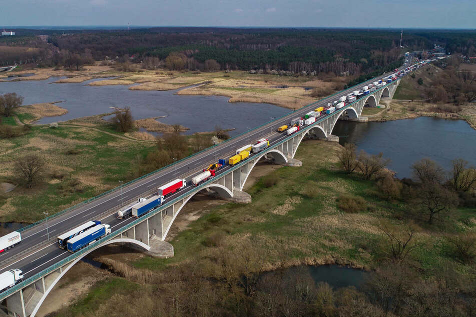 Polen will die Oder entlang der deutsch-polnischen Grenze weiter ausbauen, doch das könnte auf deutscher Seite zu einer Verschlechterung des Hochwasserschutzes führen.