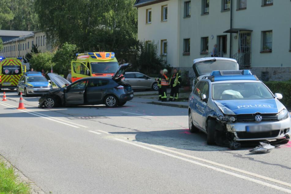 Mehrere Verletzte bei Unfall mit Polizeiauto im Erzgebirge