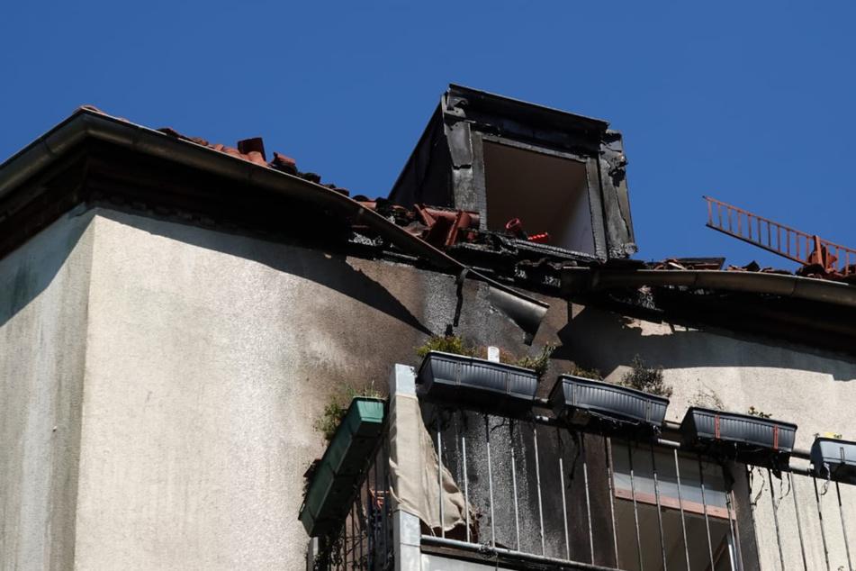 Dachstuhl gerät in Brand: Wohnhaus in Lindenau evakuiert