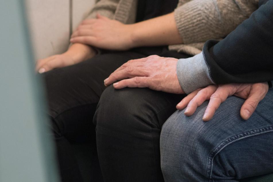 15-Jährige erlebt in S-Bahn blanken Horror: Mädchen sexuell belästigt und bedroht