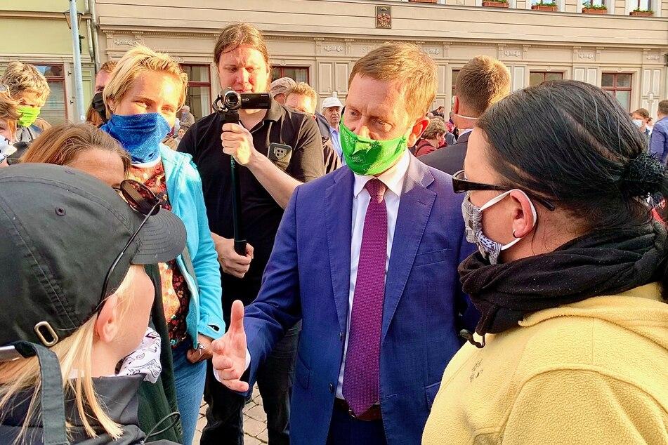 Diesmal mit Mundschutz. Sachsens Ministerpräsident Michael Kretschmer.