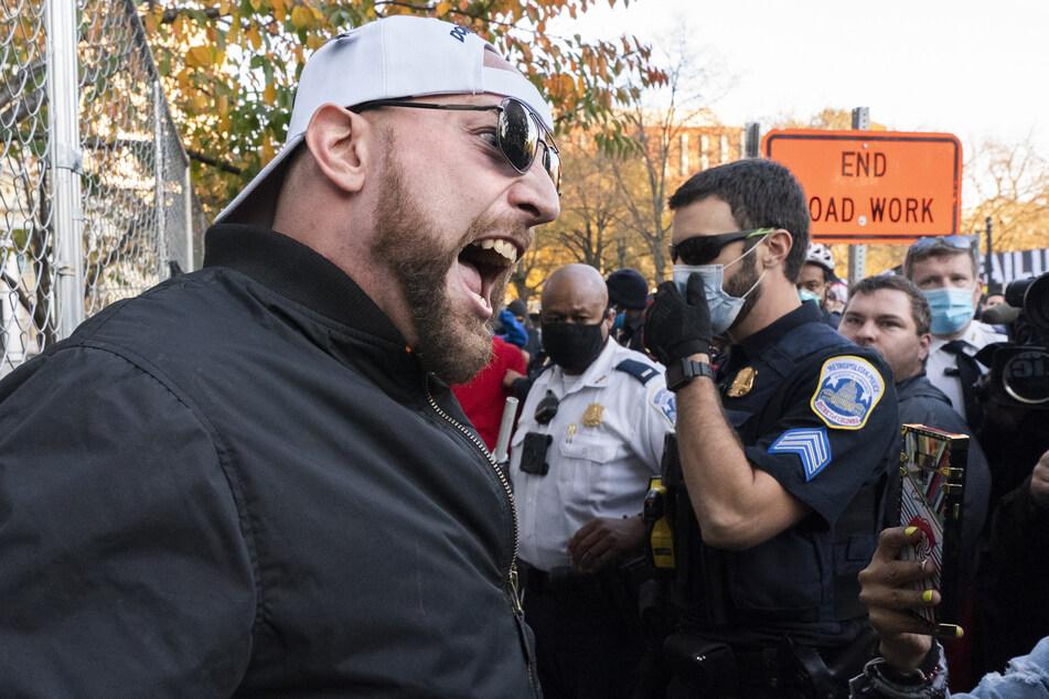 Verhärtete Fronten: Anhänger von US-Präsident Trump treffen auf Gegenprotestanten auf dem Black Lives Matter Plaza in Washington.