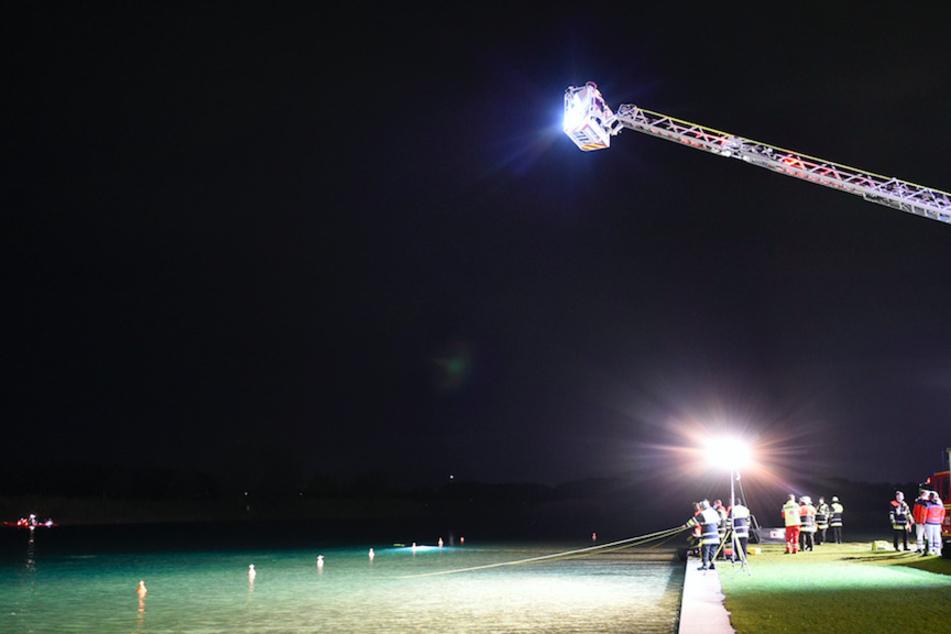 Die Feuerwehr suchte den Riemen See ab.