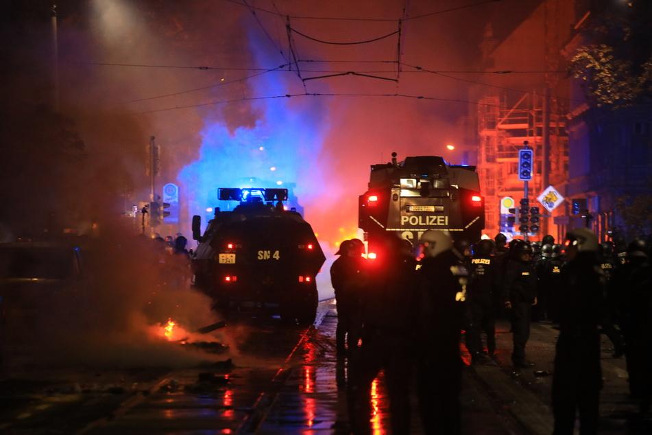 Die Polizei rückte in Connewitz mit Wasserwerfern an.