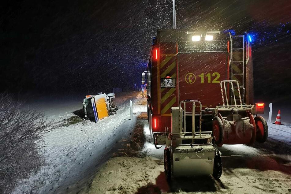 Mehrere Feuerwehrautos mussten in das Schneegestöber ausrücken.