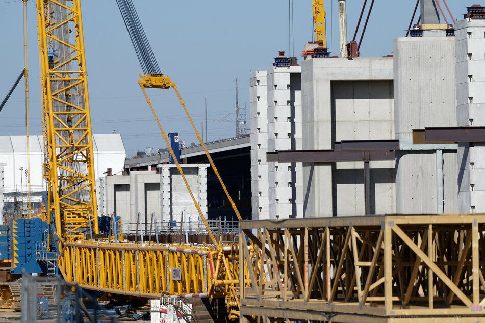 Straßen.NRW hat wegen Mängeln an Stahlbauteilen für die Leverkusener Rheinbrücke den Vertrag mit dem Baukonzern Porr für das Großprojekt gekündigt.