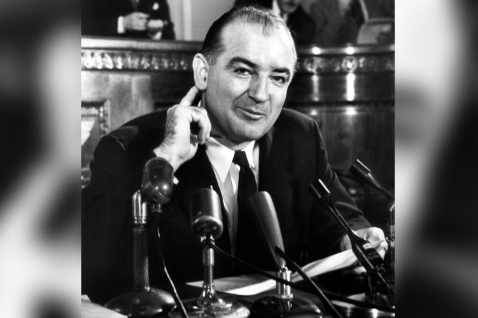 Nuhr fühlt sich an die Zeit des Kommunisten-Jägers Joseph McCarthy (1908-1957) erinnert.