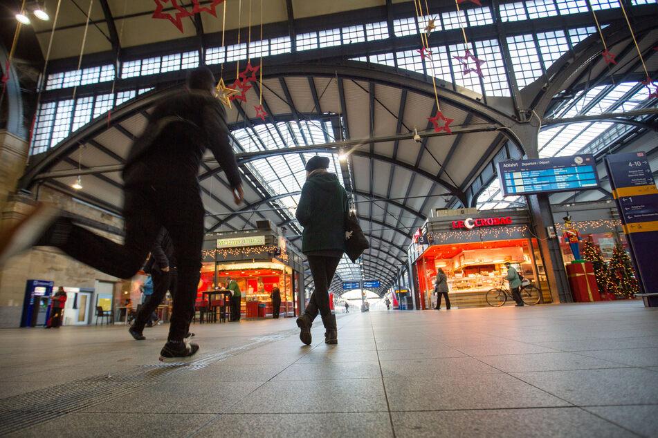 Keine Infos, ausbleibende Erstattungen: CDU und FDP fordern mehr Rechte für Reisende