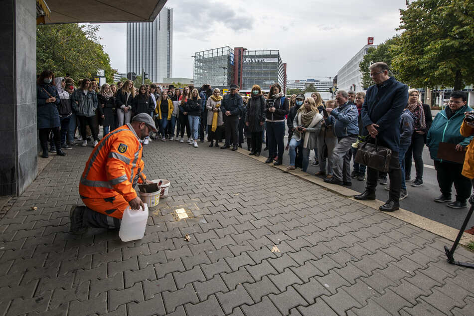 Die 16 neuen Steine sind allesamt Menschen gewidmet, die eine enge Verbindung zu Chemnitz hatten.