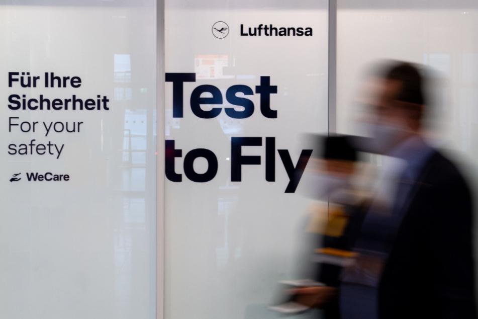 Probelauf für die Antigen-Schnelltests am Flughafen München. Im Covid-19 Testcenter werden sämtliche Passagiere vor Flugantritt auf das Coronavirus getestet.