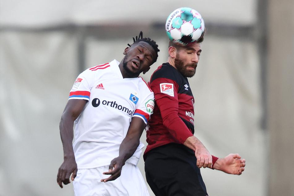 HSV-Laufwunder Bakery Jatta (l., hier im Luftzweikampf mit Nürnbergs Enrico Valentini) kam gegen den FCN zu seiner dritten Torbeteiligung in Folge.