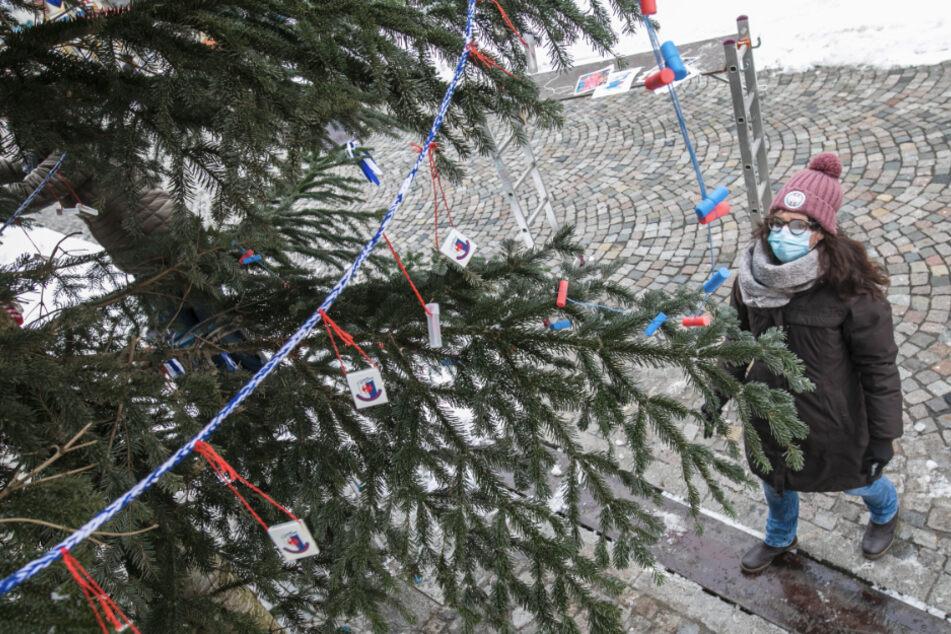 Aus Weihnachtsbäumen werden Fasnetsbäume