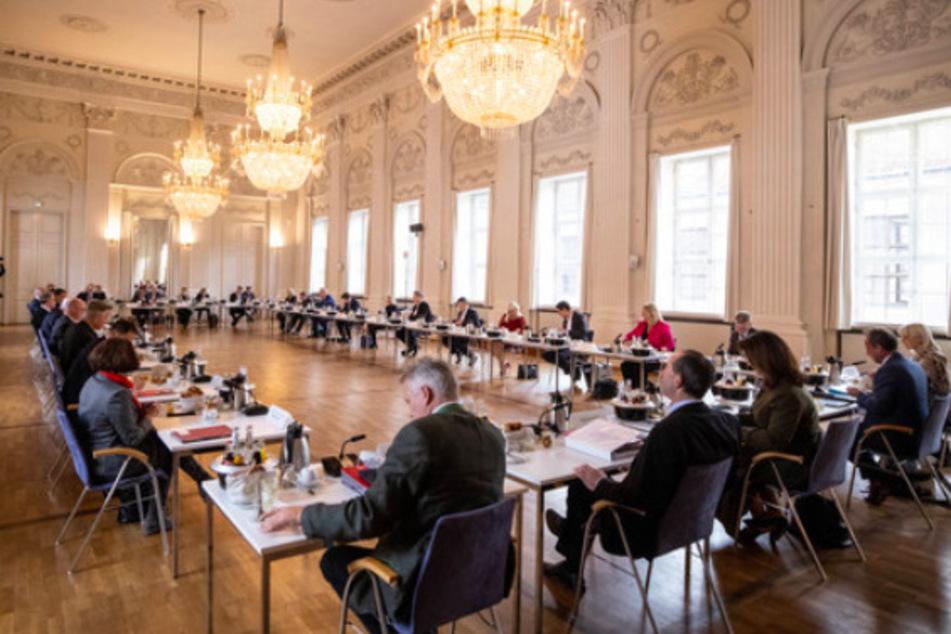Kein Lockdown in Bayern, aber andere Maßnahmen im Gespräch