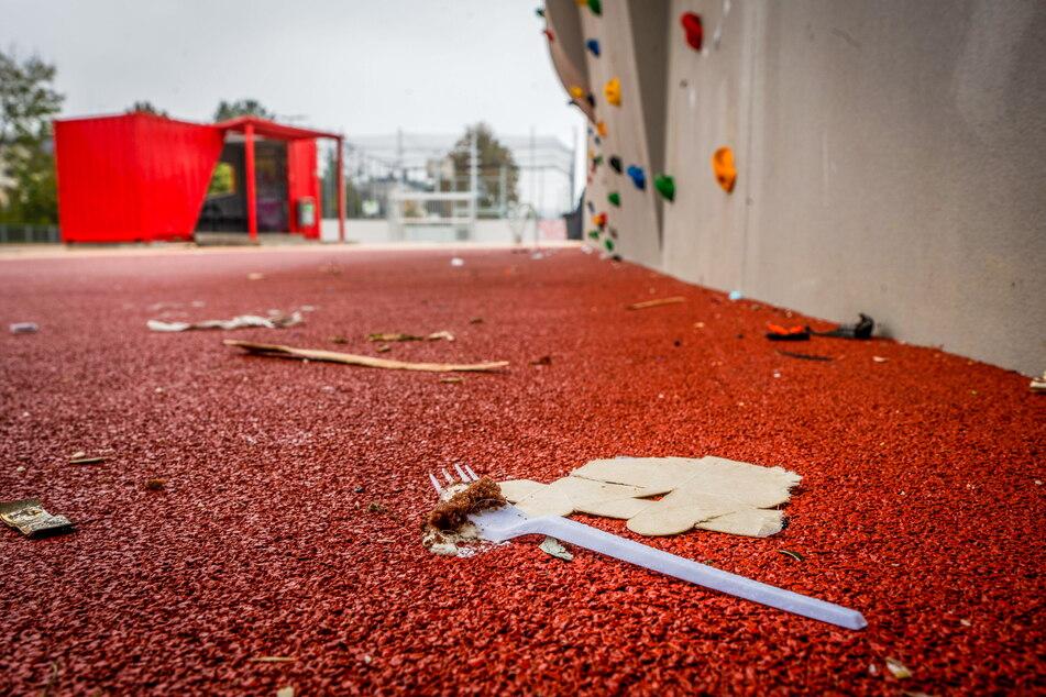 Auch durch Jugendliche hinterlassener Müll ist ein Problem auf dem neuen Spielplatz.